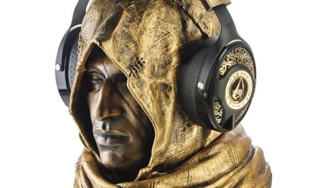 Il busto di Bayek con le cuffie in oro di Assassin's Creed Origins