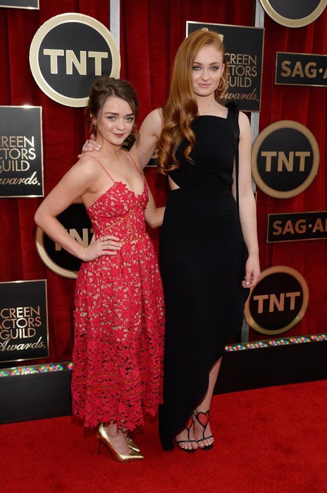 Maisie Williams e Sophie Turner sul red carpet