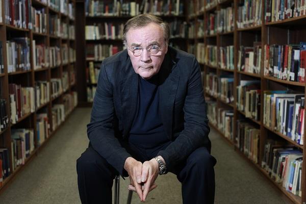 Lo scrittore James Patterson