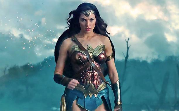 Gal Gadot nelle vesti di Diana Prince/Wonder Woman nel nuovo film Warner Bros