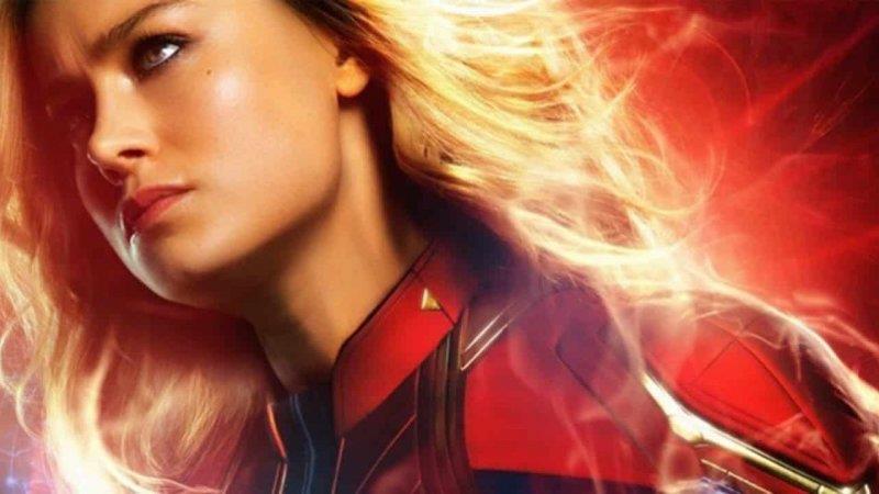 Un primo piano di Brie Larson nei panni di Captain Marvel nel poster del film