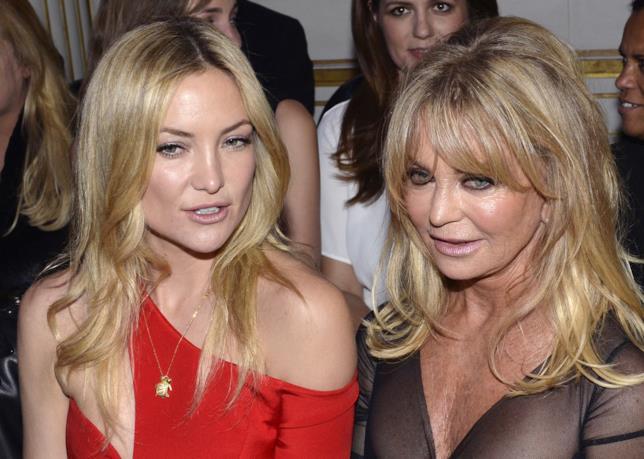 Primo piano di Kate Hudson e della mamma Goldie Hawn