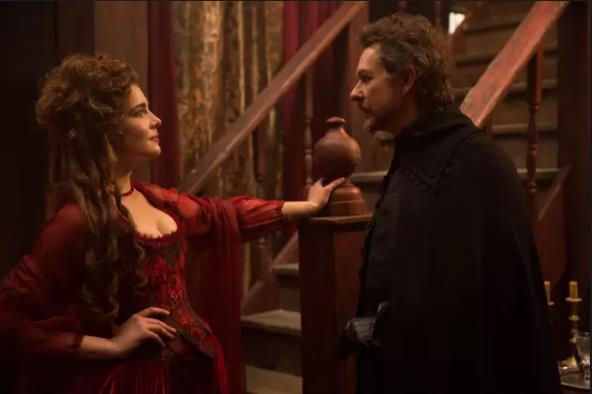 Mercy Lewis e il Magistrato Hathorne sono interpretati da Elise Eberle e Jeremy Crutchley