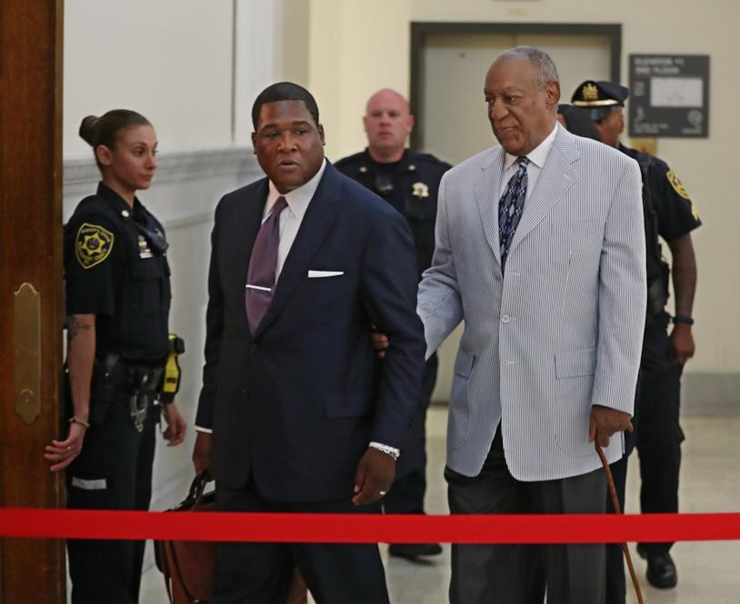 Bill Cosby con il suo avvocato in tribunale