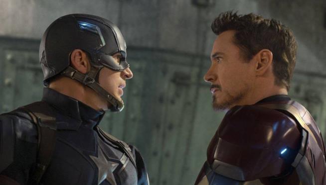 Steve Rogers e Tony Stark faccia a faccia in una scena di Captain America: Civil War