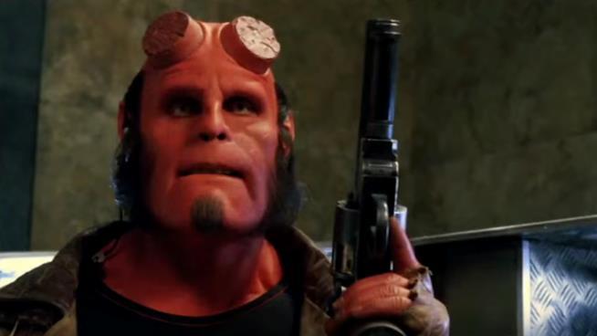 Ron Perlman interpreta Hellboy