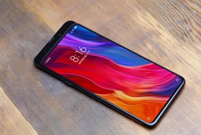 Xiaomi presenta Xiaomi Mi Mix 3, con fotocamera a scomparsa e connessione Internet 5G.