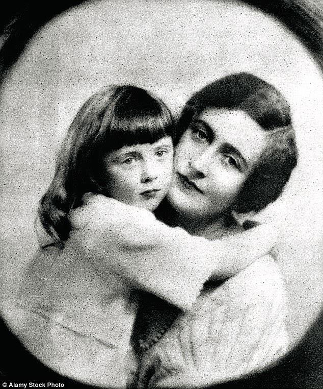 Agatha Christie con la figlia