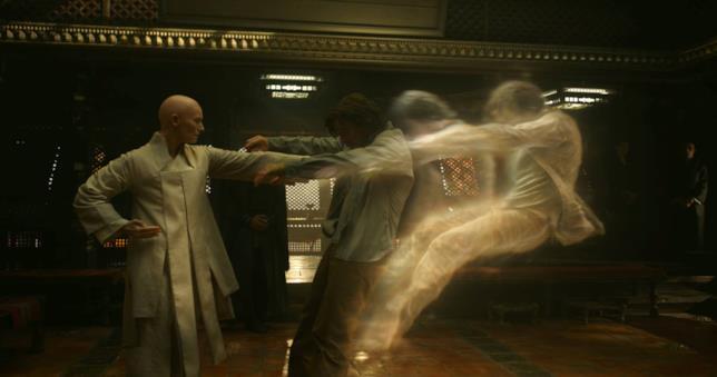 Tilda Swinton e Benedict Cumberbatch in Doctor Strange
