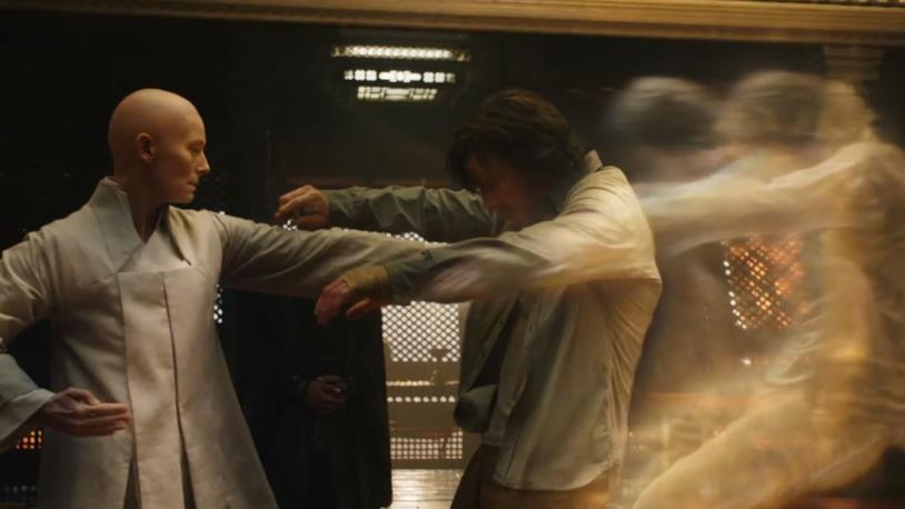 L'addestramento di Stephen Strange in una scena di Doctor Strange (2016)
