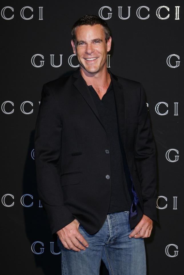 Aaron Jeffery interpreta Alex in Le Sorelle McLead