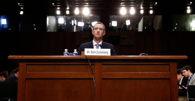 Una foto di Mark Zuckerberg in aula di tribunale