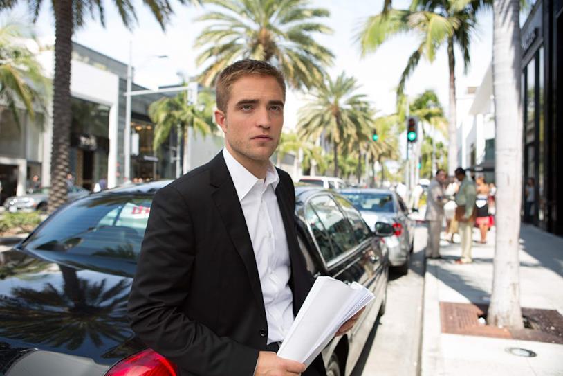Robert Pattinson in una scena di Maps to the Stars