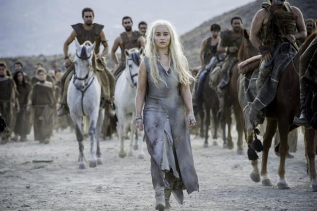 La Madre dei Draghi raggiunge le dosh khaleen a Vaes Dothrak