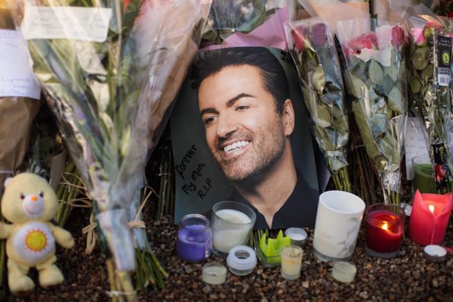 I fan rendono omaggio a George Michael