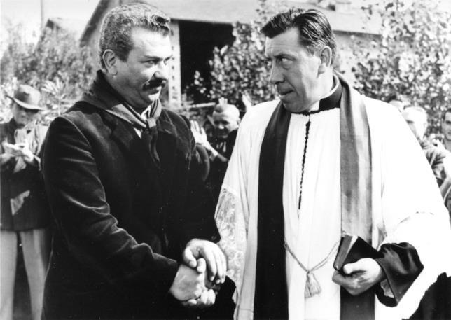 Gino Cervi e Fernandel in una scena del film