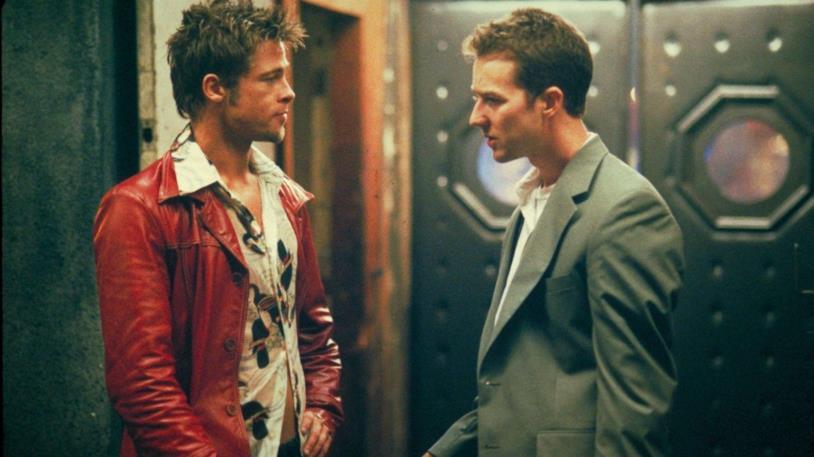 A sinistra Brad Pitt e a destra Edward Norton, nel film Fight Club