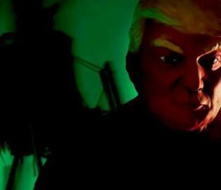 American Horror Story: Cult. La maschera di Trump nella sigla d'apertura