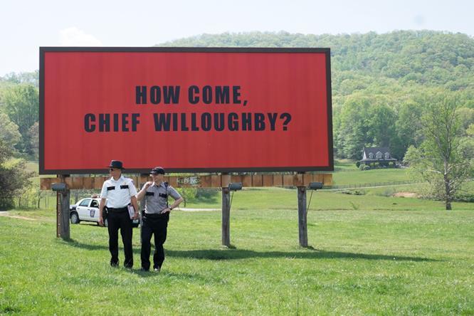 Gli sceriffi ai piedi dei cartelloni di Mildred
