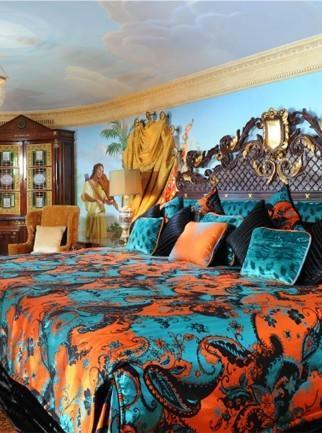 Camera da letto di Villa Casuarina in versione blu e arancio