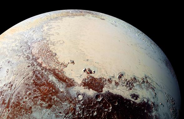 Una foto ravvicinata di Sputnik Planitia, bacino a forma di cuore situato su Plutone