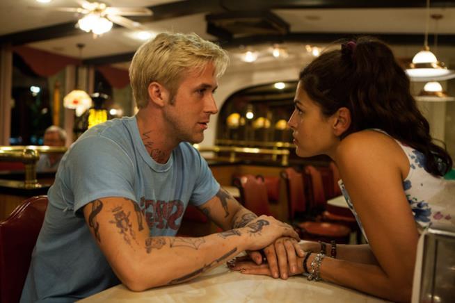Primo piano di Ryan Gosling e Eva Mendes sul set