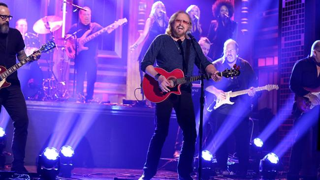 Barry Gibb ospite al The Tonight Show con Jimmy Fallon