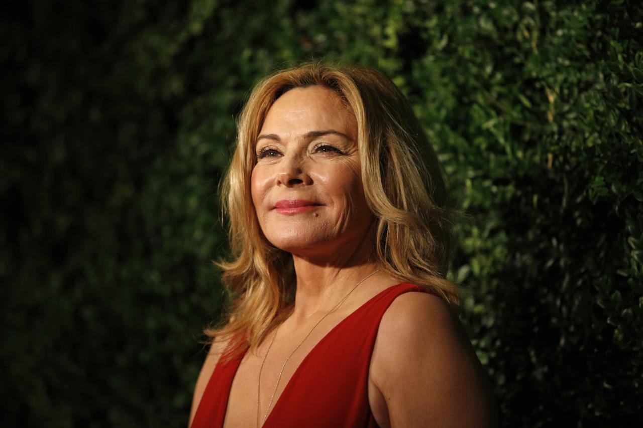 Kim Cattrall in abito rosso