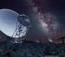 Dettaglio di una delle 64 antenne paraboliche del telescopio MeerKAT