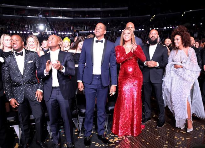 Beyoncé incinta ai Grammy Awards 2017