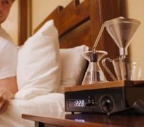 Sveglia che prepara il caffè la mattina