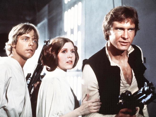 Luke Skywalker, Leia Organa e Han Solo protagonisti del primo Star Wars datato 1977