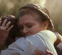 Carrie Fisher e le imprecazioni nell'orecchio di Daisy Ridley durante quell'abbraccio nel trailer di Star Wars 9