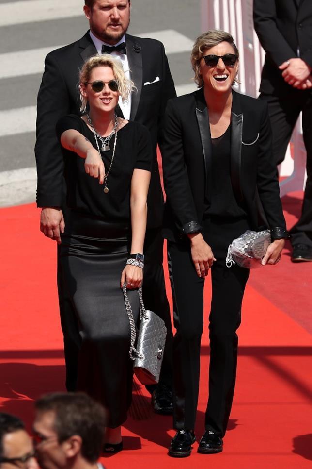 Foto di Kristen Stewart e Alicia Cargile sul red carpet di Cannes