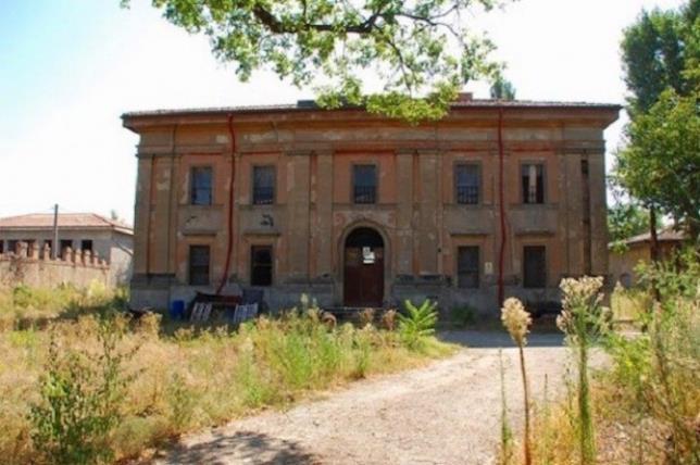 La parte frontale della villa