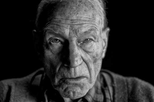 Un primo piano del Professor X in Logan