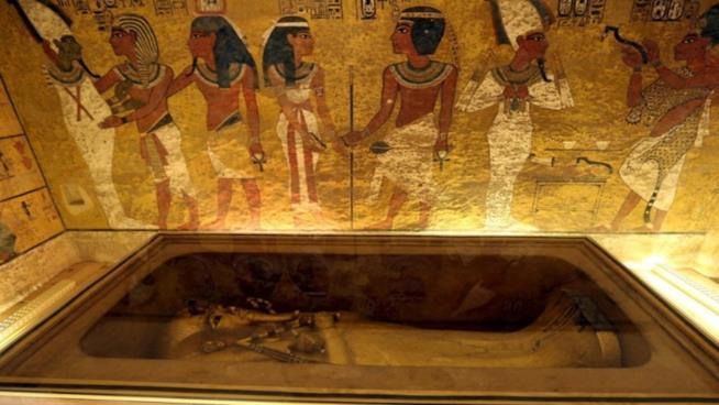 non c'è alcuna camera nascosta all'interno della tomba di Tutankhamon.