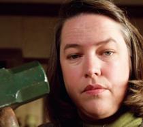 Kathy Bates nel ruolo di Misery