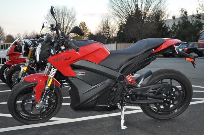La moto elettrica Zero SR di Zero Motorcycles parcheggiata