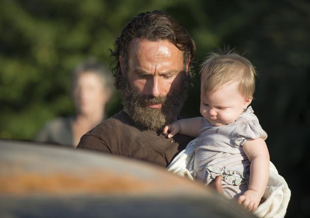 Rick Grimes e la piccola Judith in The Walking Dead