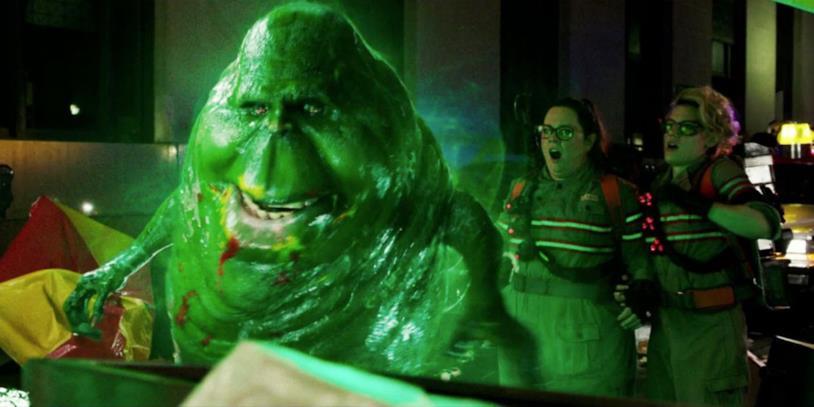 Slimer in una scena di Ghostbusters del 2016, il fantasma sta mangiando