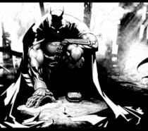 Batman accovacciato, in mezzo alle rovine di un edificio