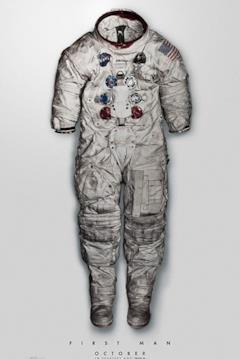 Il poster del film con l'immagine della tuta spaziale di Neil Armstrong