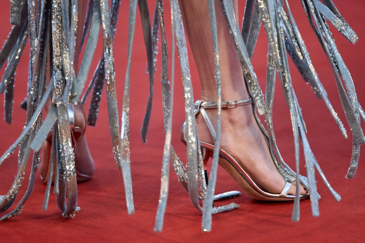 I sandali Jimmy Choo di Emma Stone sul red carpet di Venezia 73