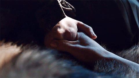 Jon e Daenerys si stringono le mani