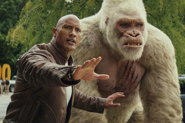 Dwayne Johnson e il gorilla albino protagonista