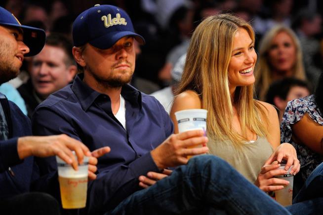 Primo piano di Leonardo DiCaprio con la ex fidanzata Bar Refaeli