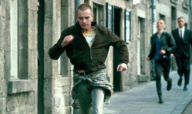 Una scena del film Trainspotting con Mark in fuga