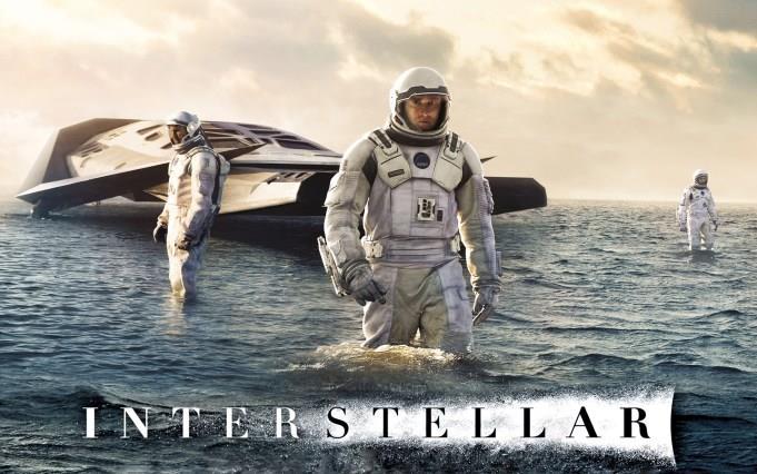 Il gruppo di astronauti protagonista in Interstellar e il logo ufficiale del film