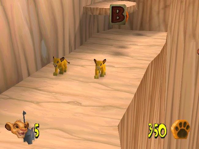 Due dei protagonisti in un frame del videogioco Il Re Leone: La grande avventura di Simba